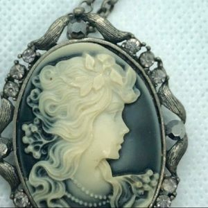 unbranded etsy Jewelry - Beautiful Grayscale Cameo Necklace